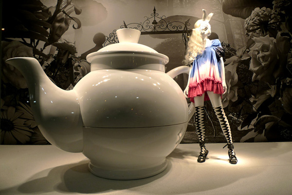 Alice In Wonderland at Printemps Bernard Willhelm