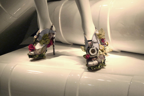 Alice In Wonderland at Printemps Christopher Kane Nichol 002